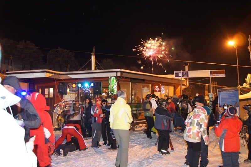 Sylwester w Zieleńcu odbywa się kolejny rok z rzędu i cieszy się coraz większą popularnością. - © Zieleniec Ski Arena