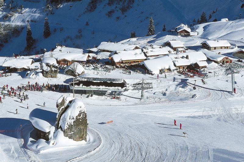 Bottom slopes and village of Chatel