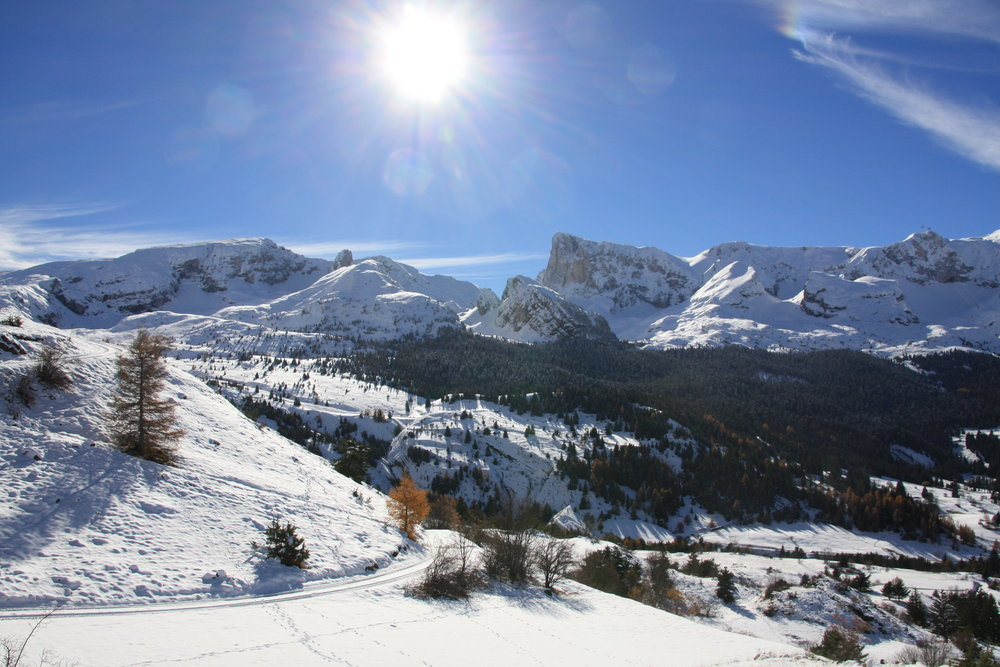 Paysages Dévoluards après les dernières chutes de neige - Pic de Bure en fond - © Office de Tourisme du Dévoluy