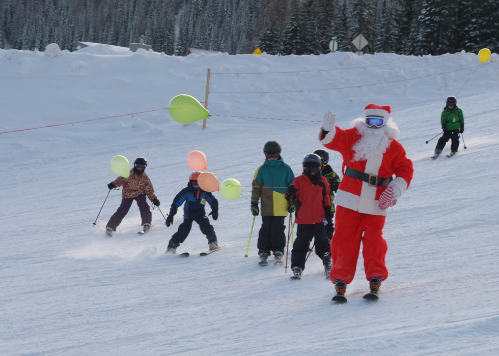Santa skis with kids at Schweitzer Mountain Resort. - © Schweitzer Mountain Resort
