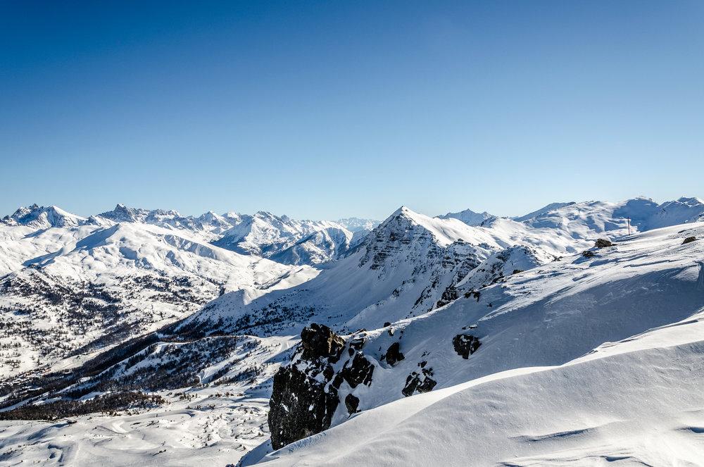 Depuis le sommet du domaine skiable de Vars, la vue est véritablement à couper le souffle... - © Remi Morel