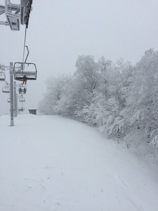 Awesome day on the mountain yesterday, pow pow shreds and empty. Can't beat it.