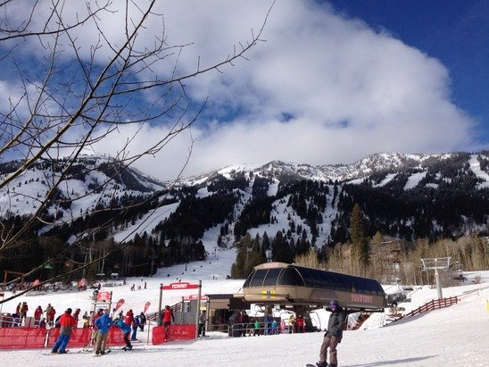 Pretty good conditions after the clouds lifted, skied mostly over by the Casper lift, lower mtn was pretty soft