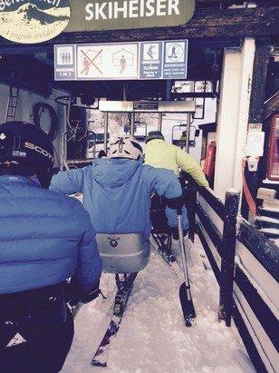 Fire sit-ski på vei i Stølsheisen. Takk til godt heispersonale :-)
