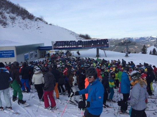 Crazy lift queue and only 3Km of slopes open. Far too busy!!