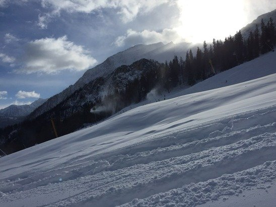 Good new fresh snow from 27 Dec. Approximately 50cm. Today was great weather. Sunny.