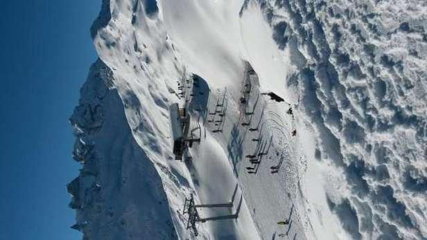 Trotz Schneefall der vergangenen Tage sehr eisige Pisten, da mehr Kunstschnee als Naturschnee auf den Skipisten liegt. Talabfahrt gerade so befahrbar. Wetter heute wunderbar.