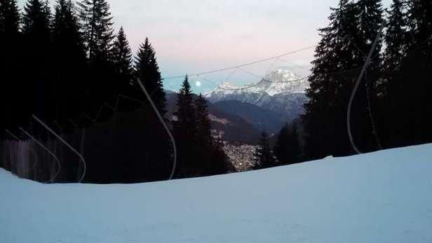oggi meglio falcade tutto aperto. Siamo andati a Moena,  fantastica piste favolose e aree picnic ad ogni baita. Non c' é nulla da fare il Trentino é un'altra storia, peccato per il Bellunese.