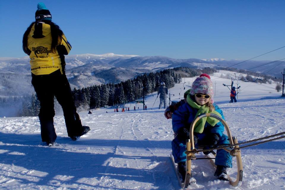 Children enjoy fresh snow in ski resort Sachty - © facebook.com/pages/Skiareál-Šachty/