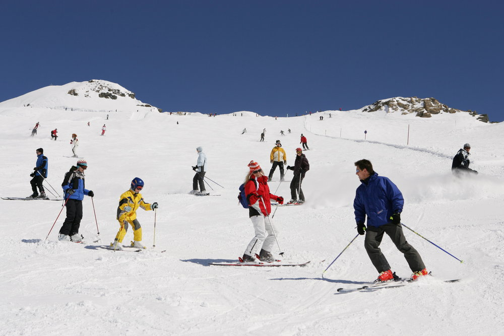 Skiers descending the slopes at Flattach Mölltaler AUT