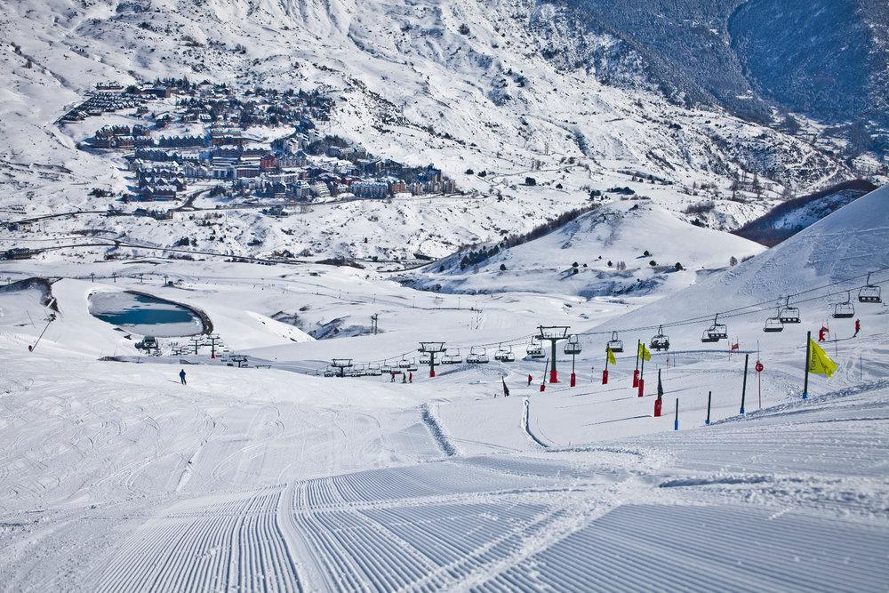 Grand ski sur les pistes de Formigal - © Aramon