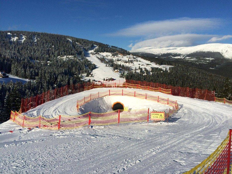 Osmimetrový tunel na nové Funline sjezovce v Peci pod Sněžkou - © facebook.com/SkiResortCernaHoraPec