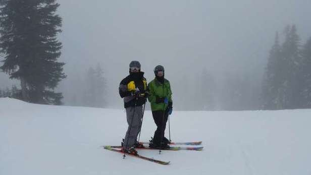 Very misty day. The only lifts open are Great White and Far East, snow is ok, coverage is ok, visibility is poor.