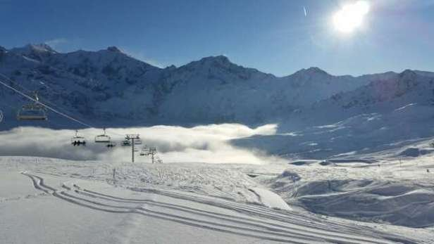 bonne condition le matin légère chute de neige le matin. grand soleil en haut des pistes mais brouillard au milieu.en fin de journée neige dure et compacte