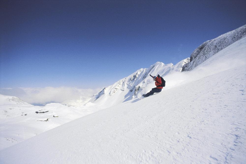 Snowboarder beim Freeriden in Sörenberg - © Christian Perret