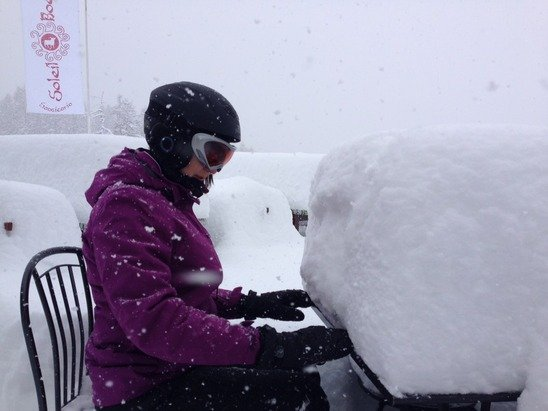 Alfresco lunches on the slopes are proving a challenge.!!!!