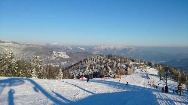 superbe journée ensoleillée,bonne bonne neige un peu gelée en fin de journée.