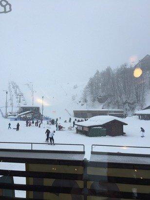 Nevica e tanta nebbia