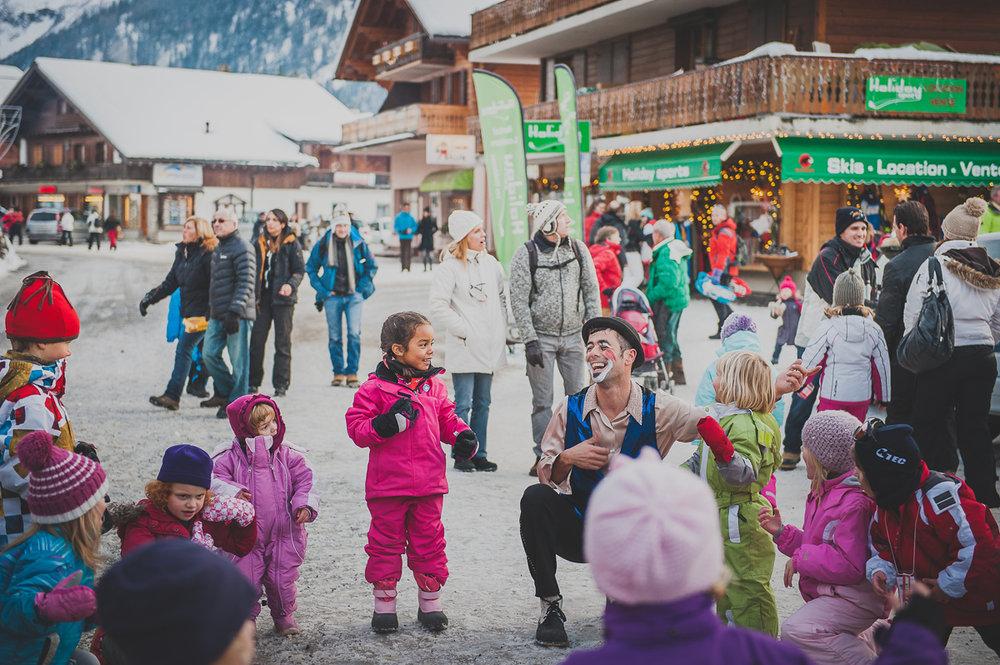Ambiance festive dans les rues des Diablerets - © Sofy Photography