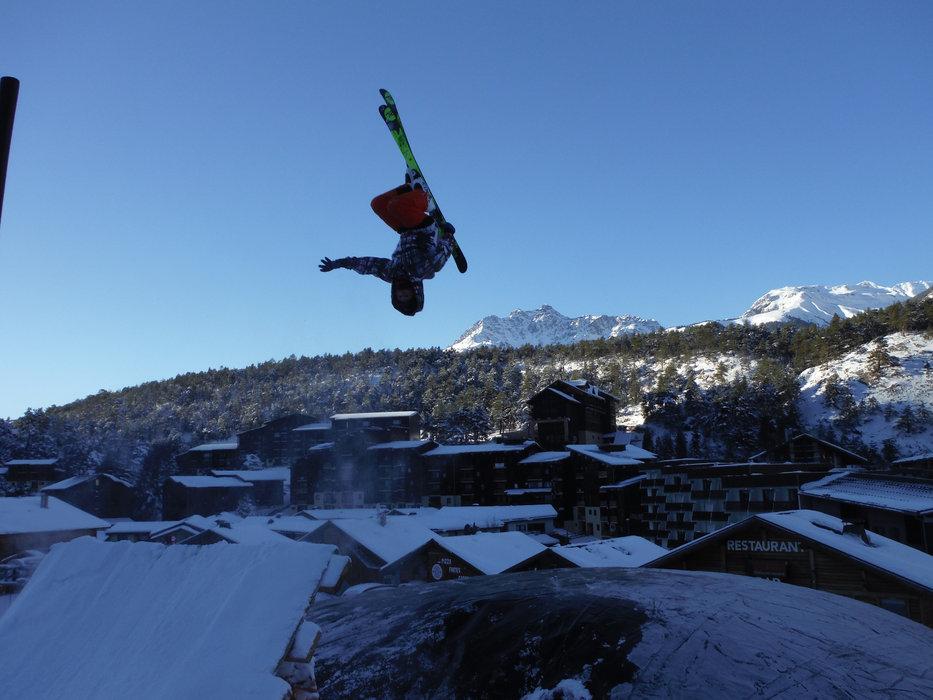 Skis aux pieds ou sur une luge, envoyez vous en l'air sur le Big Air Bag de la Norma - © Maison de La Norma
