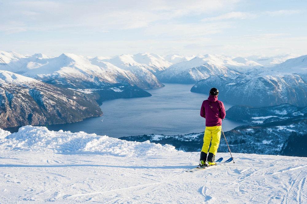 Det er fort gjort å bruke mer tid på utsikten enn å faktisk kjøre på ski. - © Eirik Aspaas