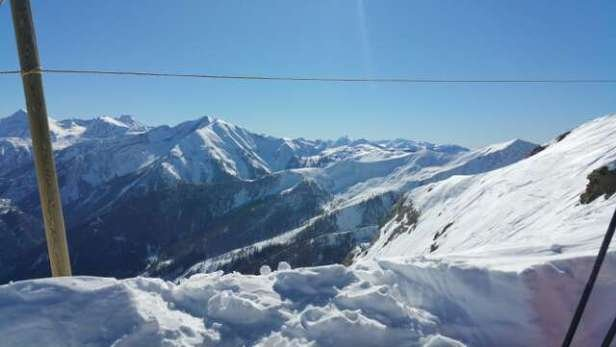 magnifique météo et neige très très bonne; damée et douce au matin, plus lourde et molle dans l après midi mais super à skier! ;)