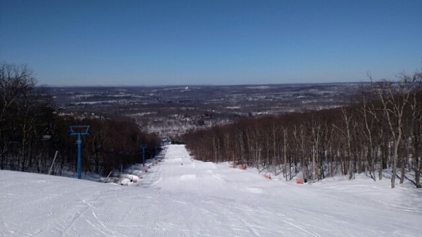 Shawnee Mountain Ski Area - Is it really March?.Fantastic conditions throughout all day Friday and sets up for great spring like conditions this weekend with temp above freezing.....run after run all day long....get some while it lasts....schweeeeet !!!!  - © seewalls11