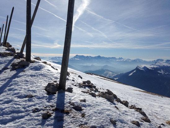 """Villard de Lans - Superbe soleil, neige en quantité (même si ça fond assez rapidement) Le matin quelques pistes """"stratégiques"""", comme Loup sont pleine de billes de glace. L'après-midi tout cela ramolli.  - © Mk"""
