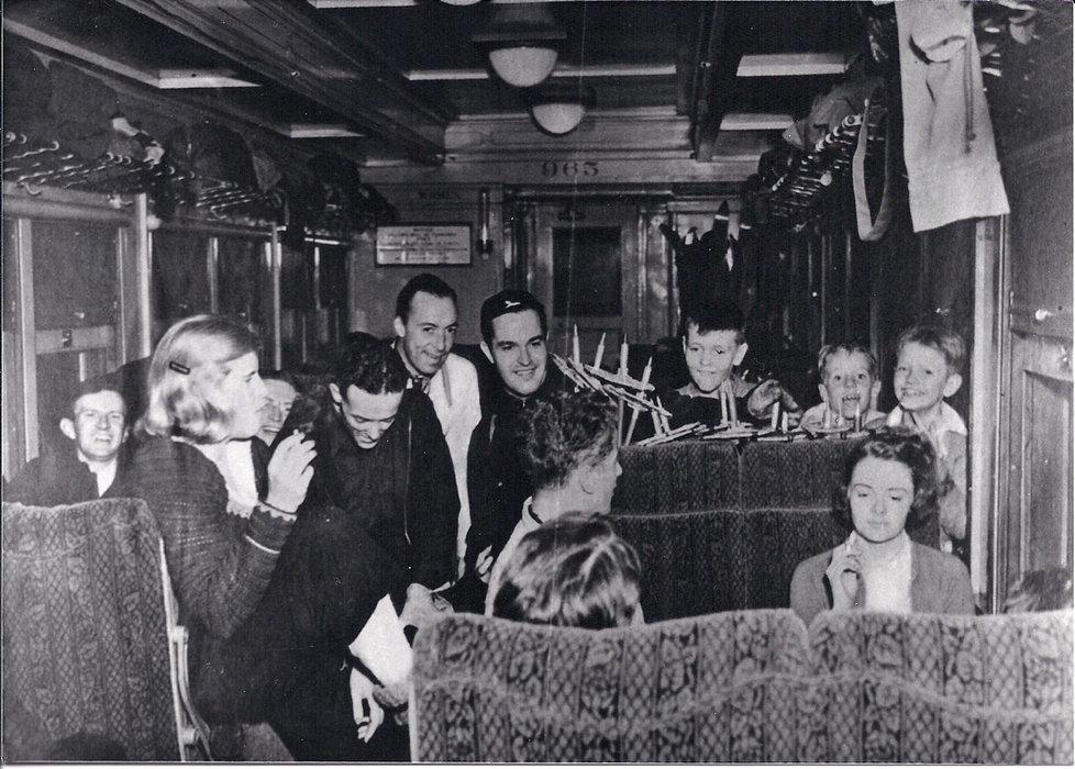 Happy passengers riding the ski train in 1938 - © Winter Park