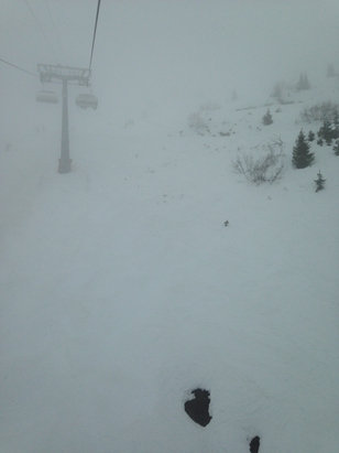 Verbier - Hardly any visibility, slushy snow, but can still can get relatively decent skiing in the higher parts - © Monika