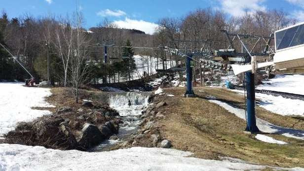 Wachusett Mountain Ski Area - Awesome Spring skiing! - © johnwestport1@msn.com