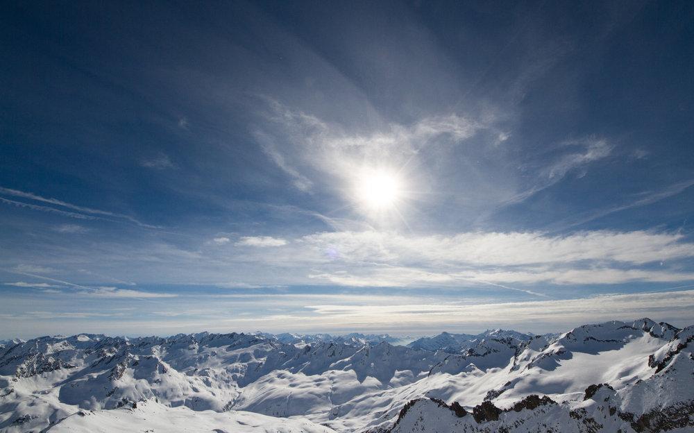 Blick vom Gemsstock in Andermatt - © Skiinfo