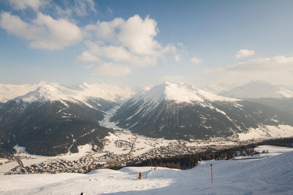 Einstieg in die schwarze Talabfahrt Nr. 9 nach Davos - © Skiinfo