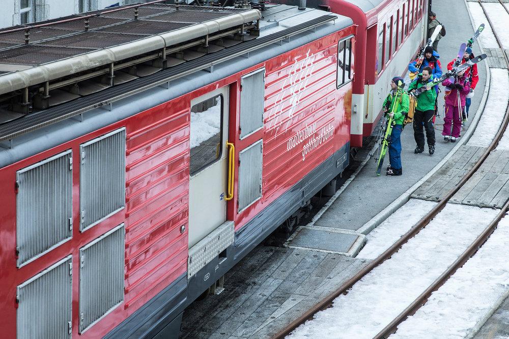 In Göschenen im Hotel Chalet Krone wohnt man günstig und bei sympathischen Gastgebern, mit dem Zug fährt man in zehn Minuten morgens nach Andermatt - © Christoph Jorda | www.christophjorda.com