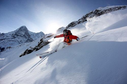 Ski- & Snowboarderlebnisse in unberührter Natur - Freiheit und Abenteuer pur! - © Interlaken Tourismus - swiss-image.ch/Markus Zimmermann