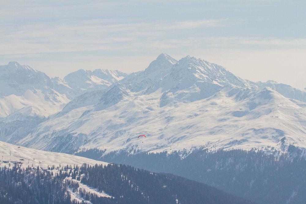 Paraglider über Davos - © Skiinfo