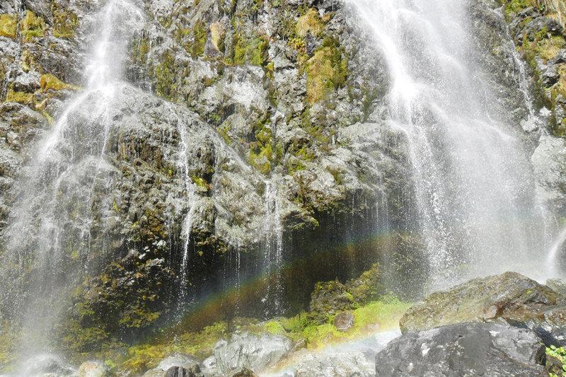 Farbenfroh: Die Wasser der Earland Falls - © Roy Fabian