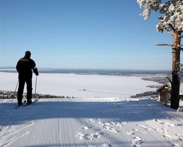Skidåkare på toppen - © Rättviksbacken @ Skiinfo Lounge