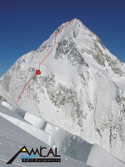 Gasherbrum I mit Route bis zum Gipfel - © Hajo Netzer