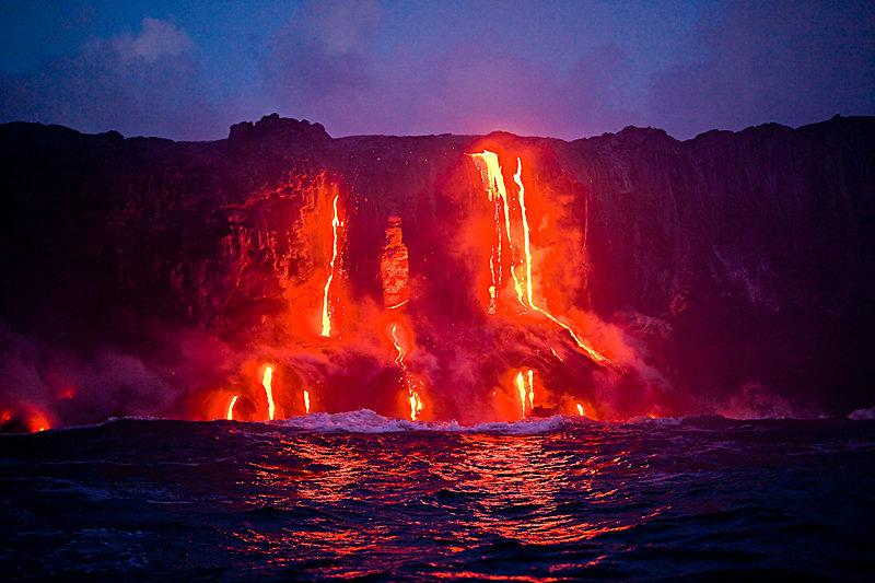 Heißes Magma - © Hawaii Tourism Authority (HTA) / Tor Johnson