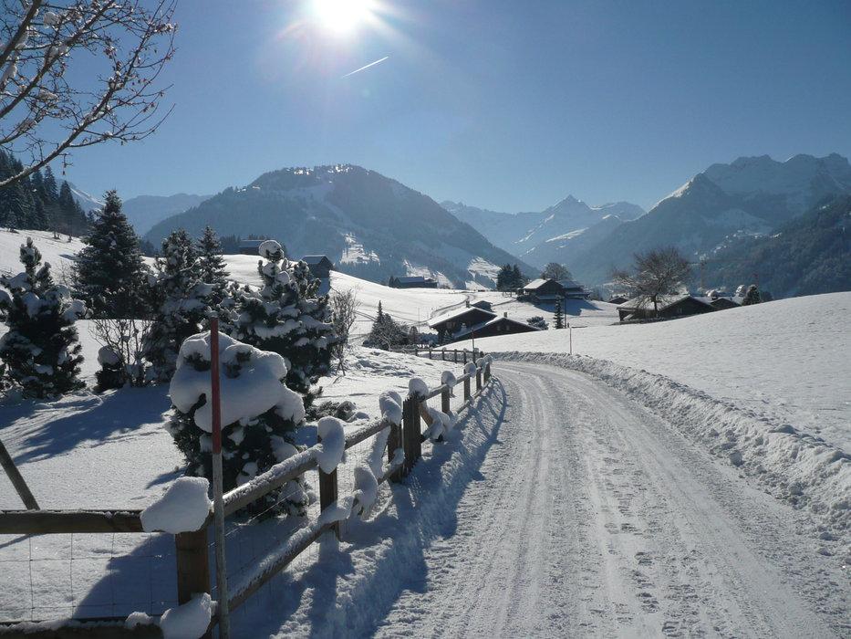 Dépaysement garanti lors des balades sur les sentiers piétons autour de Gstaad - © Gstaad Saanenland Tourismus
