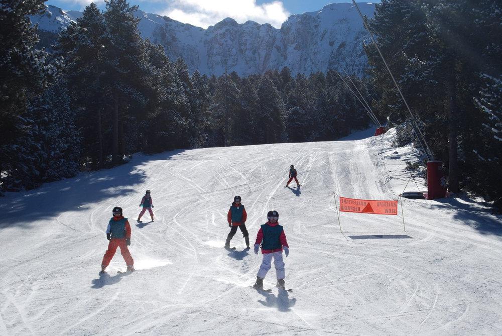 Les joies de la glisse sur le domaine skiable de Cambre d'Aze