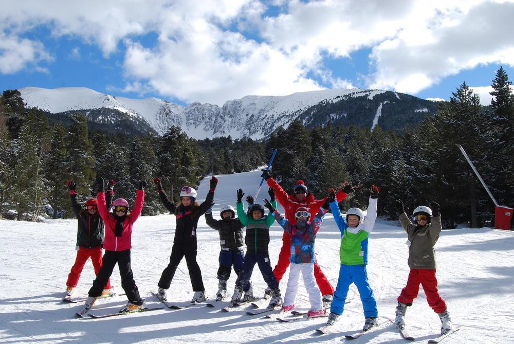 Apprentissage du ski sur les pistes de ski de Cambre d'Aze