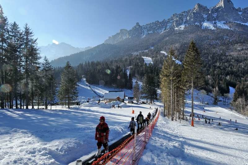 Apprentissage du ski sur les pistes du Col de Marcieu