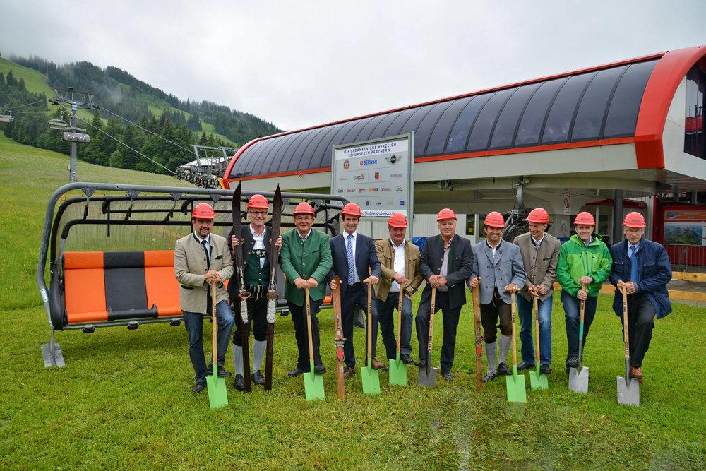 Mit dem offiziellen Spatenstich haben die Bergbahnen Hindelang-Oberjoch jetzt die Modernisierung des Skigebiets Oberjoch gestartet. - © Wolfgang B. Kleiner/Bergbahnen Hindelang-Oberjoch
