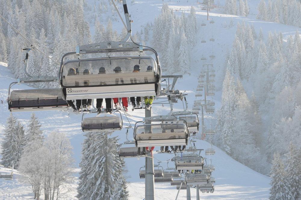 Der Bau der kuppelbaren 6er-Sesselbahn (Bild) war die bislang letzte Modernisierung von Liften oder Bahnen im Skigebiet Oberjoch. Es war bislang die einzige Sesselbahn am Iseler. Jetzt werden zusätzlich drei neue gebaut. - © Wolfgang B. Kleiner/Bergbahnen Hindelang-Oberjoch