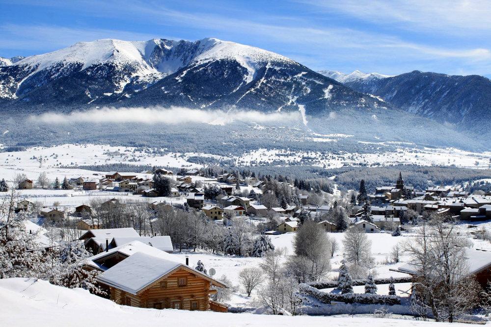 Vue sur la station de Bolquère Pyrénées 2000 depuis les pistes de ski
