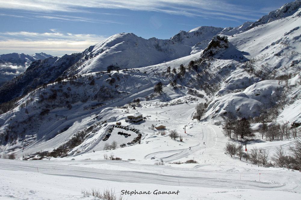 Vue sur la station de Ghisoni depuis les pistes de ski - © Stéphane GAMANT
