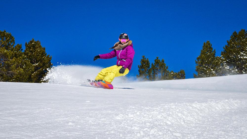 Vous habitez dans les Pyrénées, vous êtes bon skieur/snowboardeur, vous maitrisez la photo et les outils numériques ? Pourquoi ne pas devenir amassadeur de Puyvalador - © Station de Puyvalador