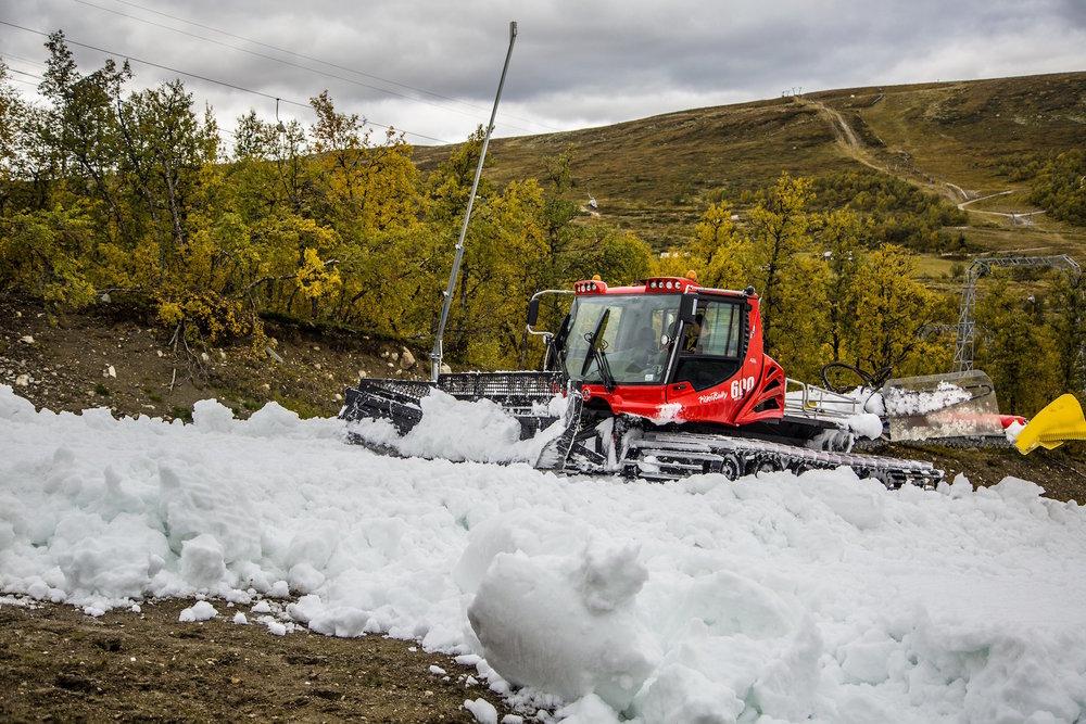 Med nytt og fancy snøleggingssystem på plass er det klart for rekordtidlig sesongåpning på Geilo. - © Mustasch media
